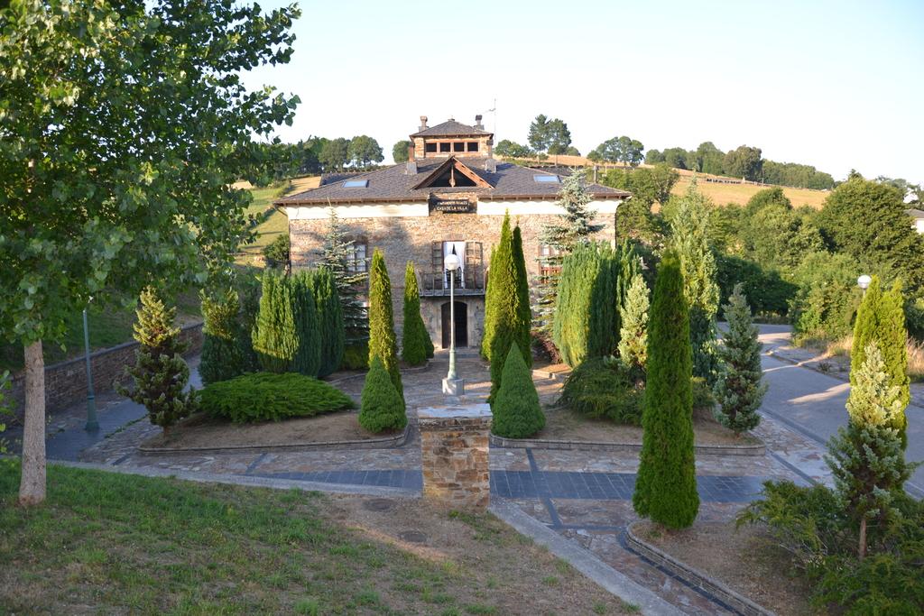 A1 Exteriores Entrada y jardin.redimensionado