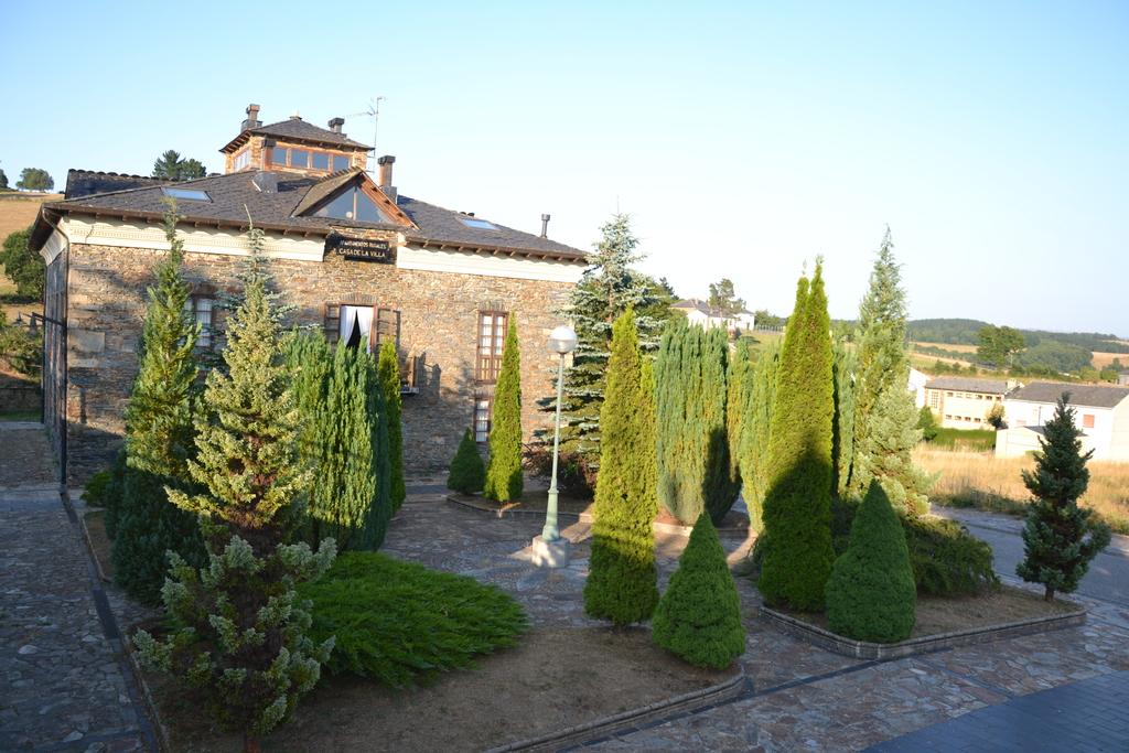 A1 Exteriores Vista edificio y jardin.redimensionado